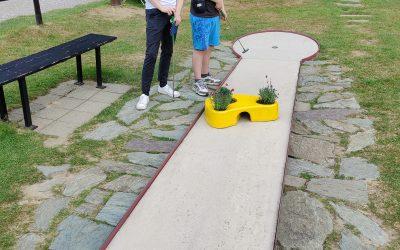 Das Mentoring Team beim Minigolf
